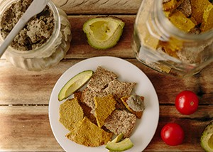 turmeric-seedy-crackers1